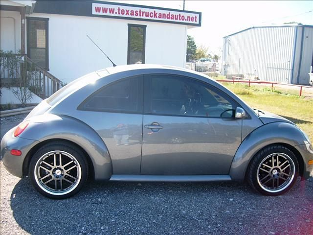 2004 Volkswagen New Beetle S