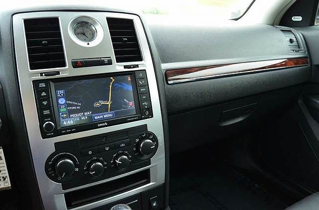 chrysler 300c 2008 radio